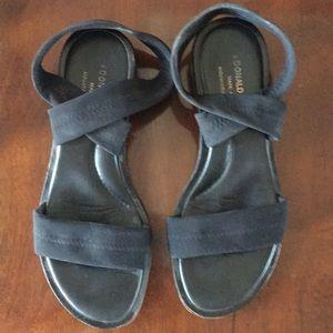 Donald Pliner flat sandal